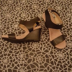 Black and Tan CL by Laundry Wedges Sz 6 (36.5)